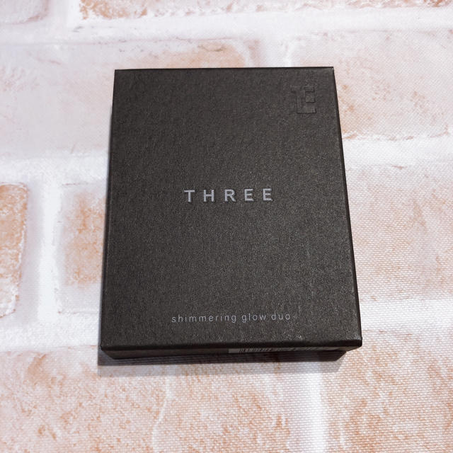 THREE(スリー)の【新品未使用】THREE シマリング グロー デュオ 01 コスメ/美容のベースメイク/化粧品(フェイスカラー)の商品写真