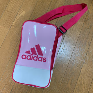 アディダス(adidas)の新品 アディダス シューズケース ショルダーバッグ ピンク(シューズバッグ)