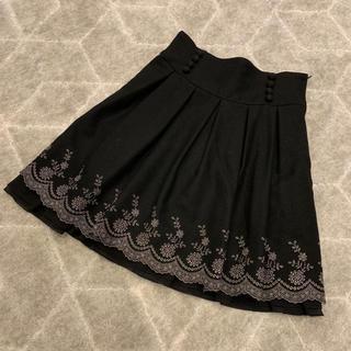 レストローズ(L'EST ROSE)のレストローズ☆刺繍スカート 黒(ひざ丈スカート)