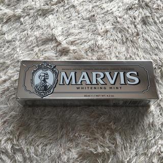 マービス(MARVIS)の【新品】MARVIS 歯磨き粉 ホワイトニングミント 85ml(歯磨き粉)