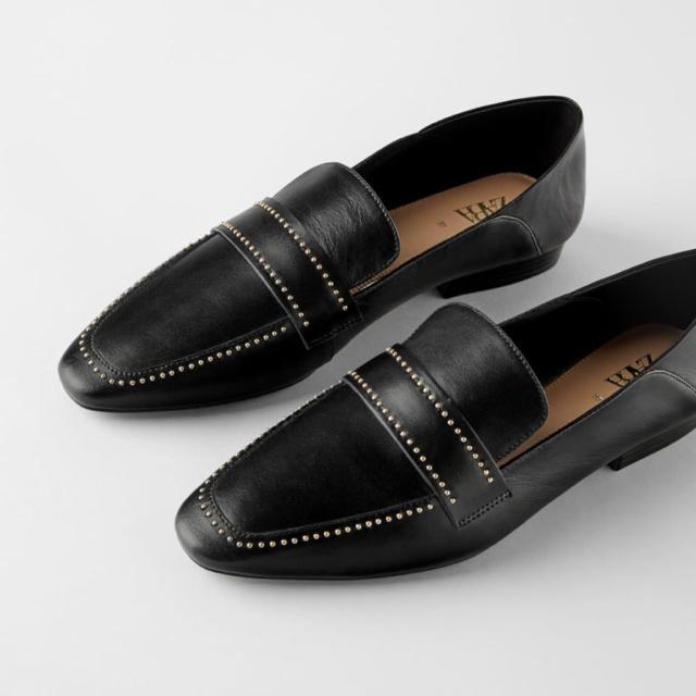 ZARA(ザラ)のZARA マイクロスタッズ付きソフトレザーローファー 新品 レディースの靴/シューズ(ローファー/革靴)の商品写真