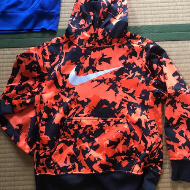 NIKE(ナイキ)のNIKE 迷彩 パーカー 140 150 スポーツ/アウトドアのサッカー/フットサル(ウェア)の商品写真