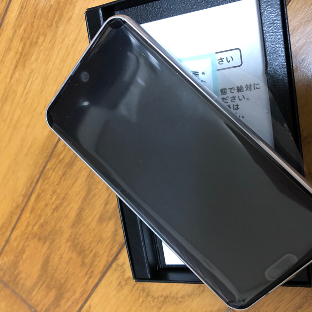 SHARP(シャープ)のAQUOS R2 compact SH-M09 ディープホワイト スマホ/家電/カメラのスマートフォン/携帯電話(スマートフォン本体)の商品写真