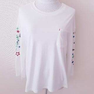 スカラー(ScoLar)の♪ScoLar♪スカラー♪白♪刺繍♪蝶々♪フラワー♪カットソー♪M♪(カットソー(長袖/七分))