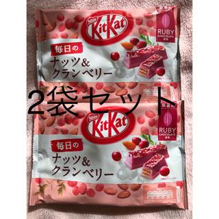 ネスレ(Nestle)のキットカット 毎日のナッツ&クランベリー ルビー 87g★2袋(菓子/デザート)