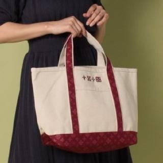 ラシット(Russet)の新品!デイリーラシット モノグラム柄 刺繍 キャンバストートバッグ【赤 / L】(トートバッグ)