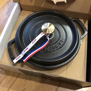 ストウブ(STAUB)の【匿名配送】新品 ストウブ ココットラウンド 20cm ブラック(鍋/フライパン)