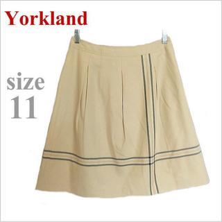 ヨークランド(Yorkland)のYorkland*ヨークランド*ベージュライン模様コットンフレアスカート*11(ひざ丈スカート)