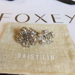 フォクシー(FOXEY)の【新品未使用】フォクシー  FOXEY  お花 リング 指輪(リング(指輪))
