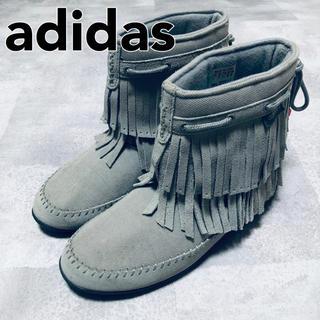 アディダス(adidas)のadidas アディダス ショートフリンジブーツ グレー 24.5cm(ブーツ)