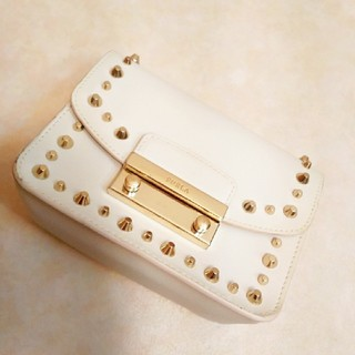 Furla - 激レア❤️美品❤️FURLA フルラ メトロポリス スタッズ ホワイト 白