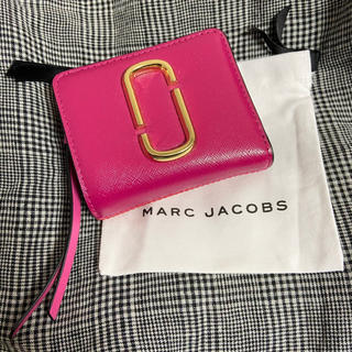 MARC JACOBS - 【美品】マークジェイコブス ミニ財布 スナップショット ピンク 2つ折り財布