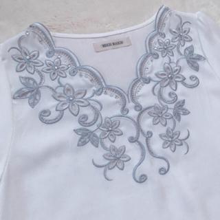 MISCH MASCH - 花刺繍ブラウス  Vネック スカラップ