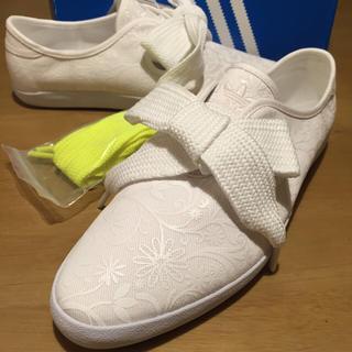 アディダス(adidas)のしんぴん25アディダスリレースロー花白(スニーカー)