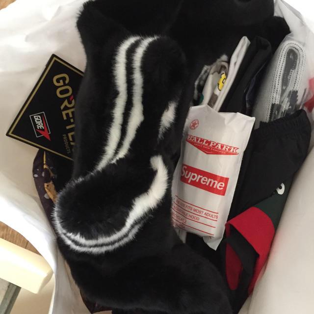 Supreme(シュプリーム)の白黒 L supreme New York Sweater メンズのトップス(ニット/セーター)の商品写真