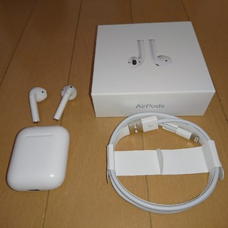 Apple - AirPods  第1世代  イヤホン・充電器のみ