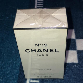 CHANEL - CHANEL  N°19 PARFUM VAPORISATEUR 7.5ml
