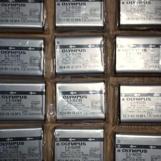 オリンパス(OLYMPUS)の30個セット OLYMPUS純正リチウムイオン電池LI-50B(バッテリー/充電器)