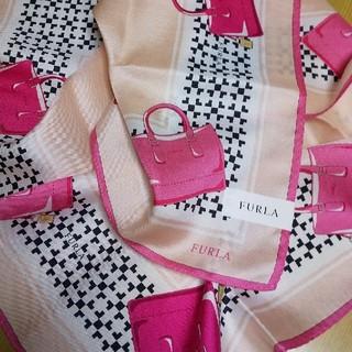 Furla - 新品 FURLA シルク ハンカチーフ バッグ柄 サーモンピンク系 大判