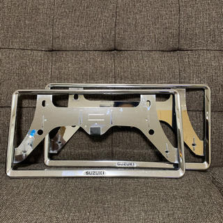 スズキ - スズキ 純正 ナンバー フレーム 枠 ライセンス 2枚セット ロックボルト付き