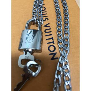 LOUIS VUITTON - 【新品】Louis Vuitton  シルバー パドロック ネックレス