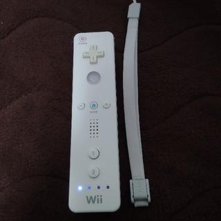 ウィー(Wii)のWiiリモコン白1本 ストラップ付(家庭用ゲーム機本体)