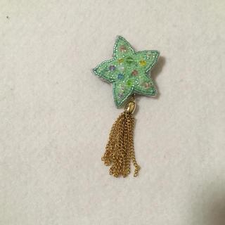 ビーズ刺繍星とタッセルブローチ(コサージュ/ブローチ)