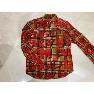 BURBERRY - Burberryグラフィティーシャツ赤L
