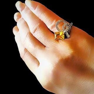 日々の疲れをヒーリング:イエロースクエアリボン結び風デザインリング(リング(指輪))