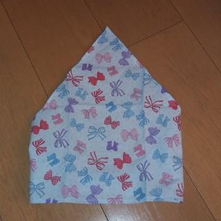 ハンドメイド 子供用三角巾 リボン柄 水色 三角部分長め(ファッション雑貨)