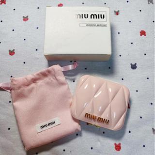 ミュウミュウ(miumiu)のmiumiu  ミュウミュウ 香水限定ノベルティ ピンクミラー 新品(ミラー)