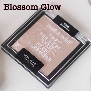 Sephora - 【新品】wet n wild ハイライトパウダー Blossom Glow