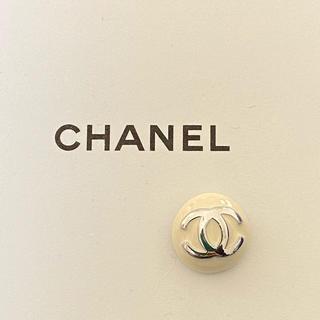 CHANEL - CHANELピアス 片耳 ホワイト×シルバー