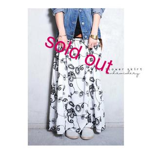 antiqua - antiqua花刺繍ロングスカート