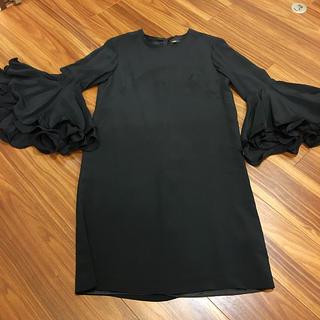 yoshio kubo - ゴージャスなお袖フリルとIラインのデザインで 着痩せ効果抜群 ワンピース