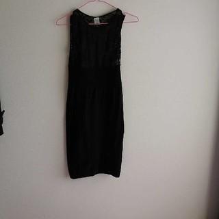 エイチアンドエム(H&M)のタイトなワンピース ドレス(ひざ丈ワンピース)