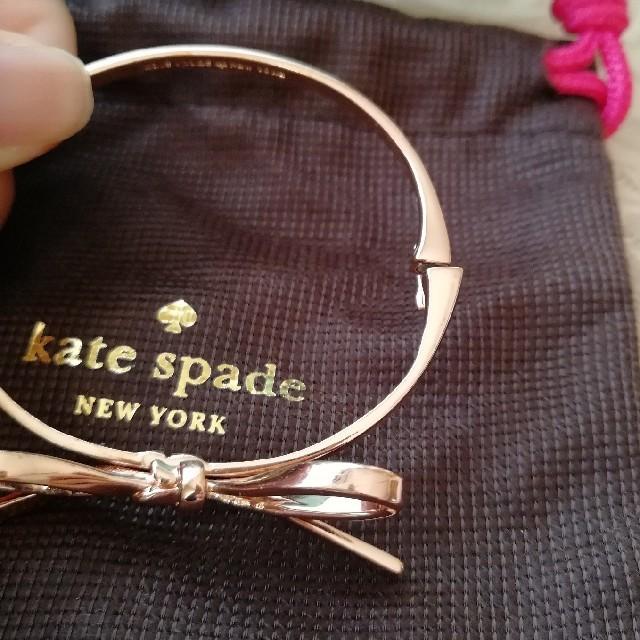kate spade new york(ケイトスペードニューヨーク)のkate spade リボンバングル レディースのアクセサリー(ブレスレット/バングル)の商品写真