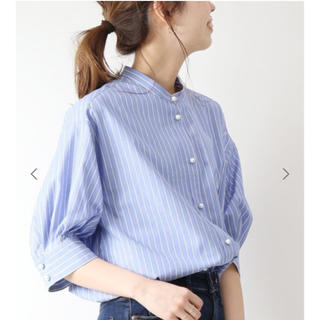 Spick and Span - パールボタンギャザースリーブシャツ ブルー