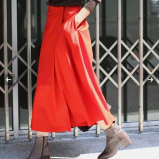 イエナ(IENA)の【美品】IENA ロングスカート ハード圧縮フレアスカート 赤(ロングスカート)