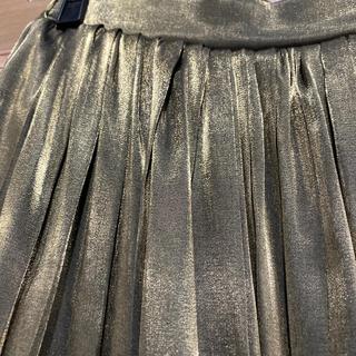 ルカ(LUCA)の美品LUKA シャイニーサテンプリーツスカート(ひざ丈スカート)
