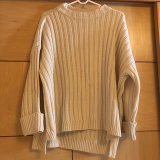 セブンデイズサンデイ(SEVENDAYS=SUNDAY)のざっくりニット セーター オフホワイト M(ニット/セーター)