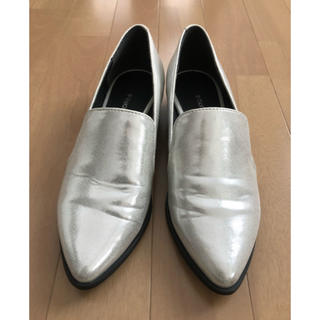 ビッキー(VICKY)のVICKY フラットローファー シルバー(ローファー/革靴)