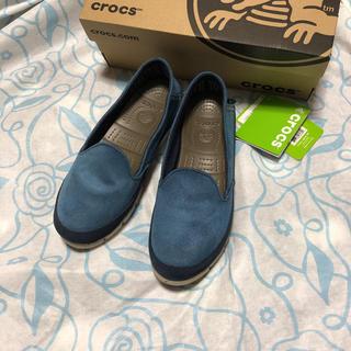 クロックス(crocs)の新品❣️ Crocs stretch sole suede skimmer W7(ローファー/革靴)