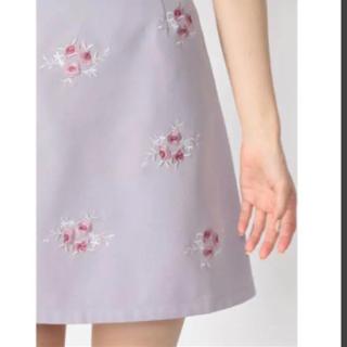アンクルージュ(Ank Rouge)のラベンダー 花柄 刺繍 スカート(ひざ丈スカート)