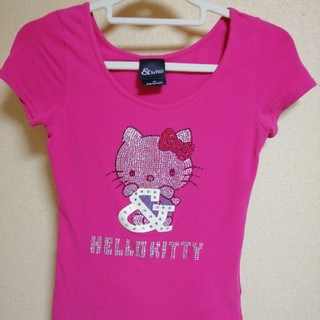 &byP&D - &byP&D と HELLO KITTY コラボTシャツ【ピンク】
