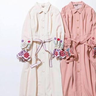 Lily Brown - カットワーク刺繍トレンチコート