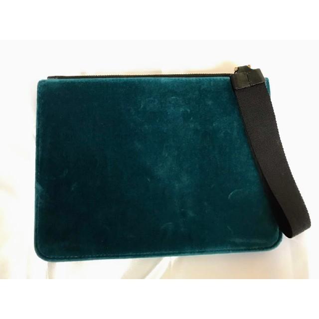 MONCLER(モンクレール)の【新品】MONCLER モンクレール クラッチバッグ ベロア ベルベット ロゴ メンズのバッグ(セカンドバッグ/クラッチバッグ)の商品写真