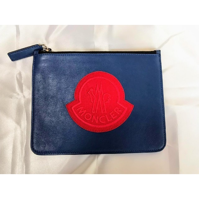 MONCLER(モンクレール)の【新品】MONCLER モンクレール クラッチバッグ 革 レザー ロゴ 小 メンズのバッグ(セカンドバッグ/クラッチバッグ)の商品写真