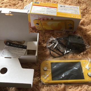 ニンテンドースイッチ(Nintendo Switch)のSwitch lite Yellow + Pokemon sword(携帯用ゲーム機本体)