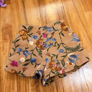 Lily Brown - リリーブラウン 花柄 ショートパンツ ベージュ 青 ピンク 茶色